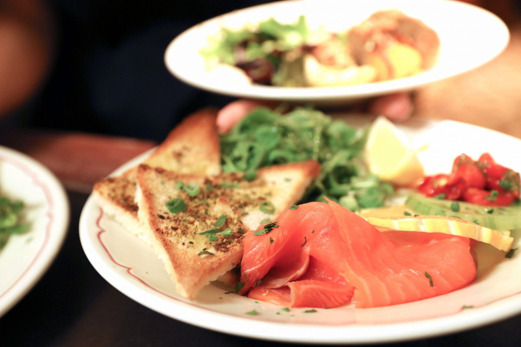 saumon-fume-et-ses-toasts-fimac-menton